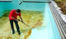 Подготовка к сезону: чем отмыть бассейн после зимы?