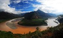 Течение бесконечной и могучей китайской реки Янцзы