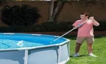 Как часто необходимо проводить дезинфекцию бассейна на даче и как правильно это делать?