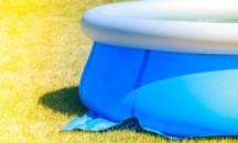 Как и чем в домашних условиях заклеить надувной бассейн Интекс?