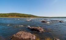 Какой характер течения реки Енисей, от чего зависит его средняя скорость?