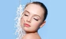 Для чего и как правильно используется минеральная вода для лица?