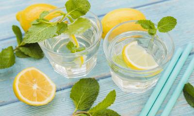 Стакан воды с лимоном натощак для похудения