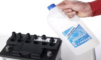 Узнайте как правильно доливать дистиллированную воду в аккумулятор